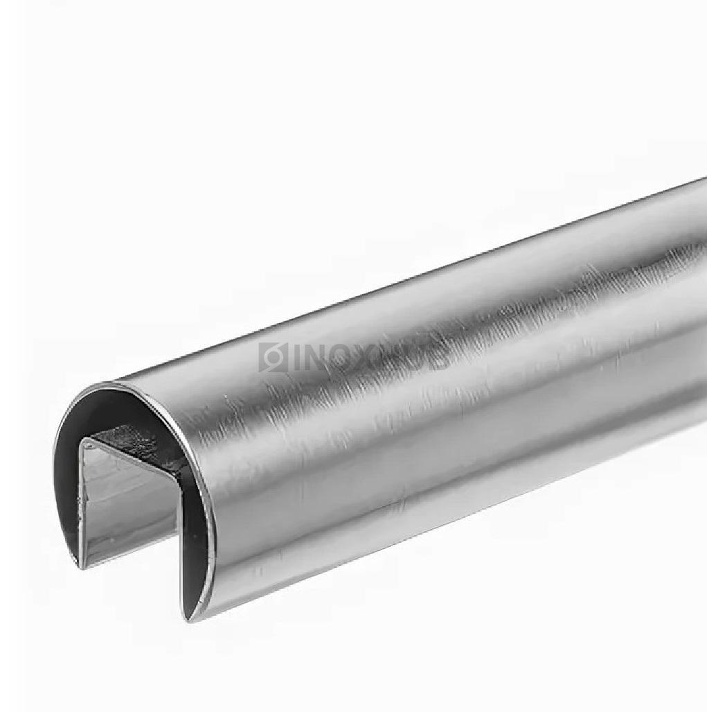 Труба с пазом 24×24 мм круглая Ø42.4×1.5×6000 мм AISI 304 ASTM A554 GRIT 600
